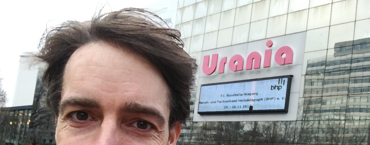 Vor der Urania